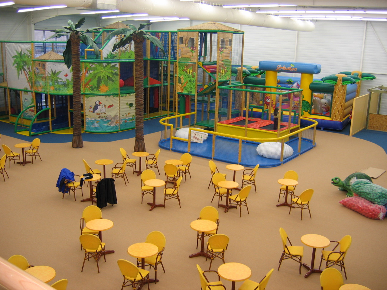 Mantenimiento de parques infantiles de interior a mayor for Muebles basoko