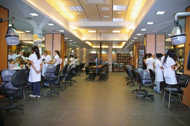 Ciclo de grado medio en peluquer a una opci n de futuro for Muebles basoko