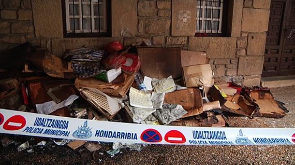 Desalojan a 25 vecinos en hondarribia por un incendio for Muebles basoko
