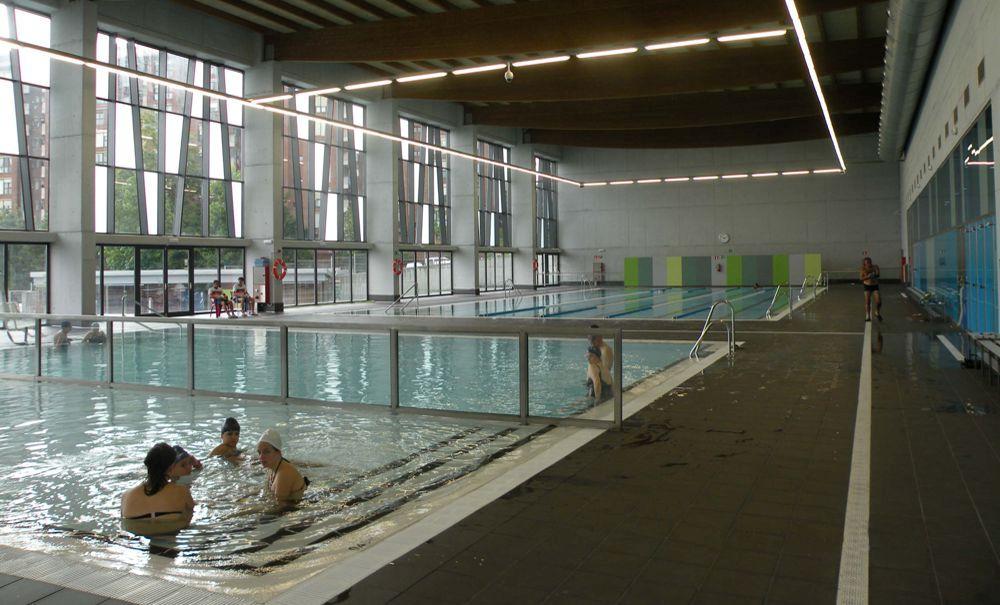 Las piscinas de intxaurrondo y bidebieta cerrar n durante for Piscina intxaurrondo