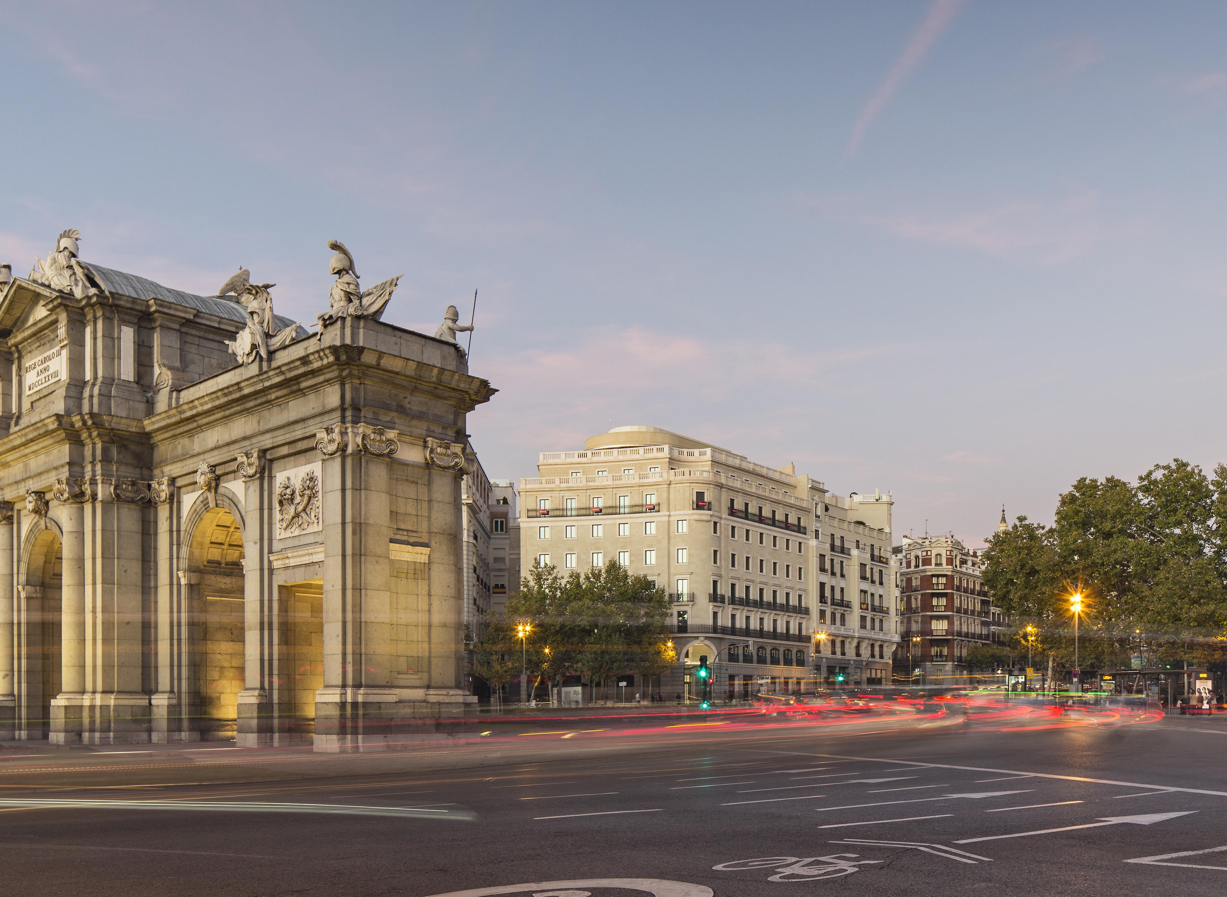 Inbisa construcci n finaliza la remodelaci n del edificio for Oficinas mapfre en valencia capital